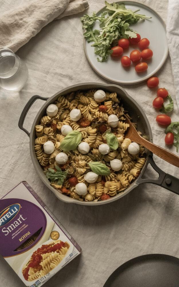 Rotini aux zucchinis, tomates, pesto & bocconcini